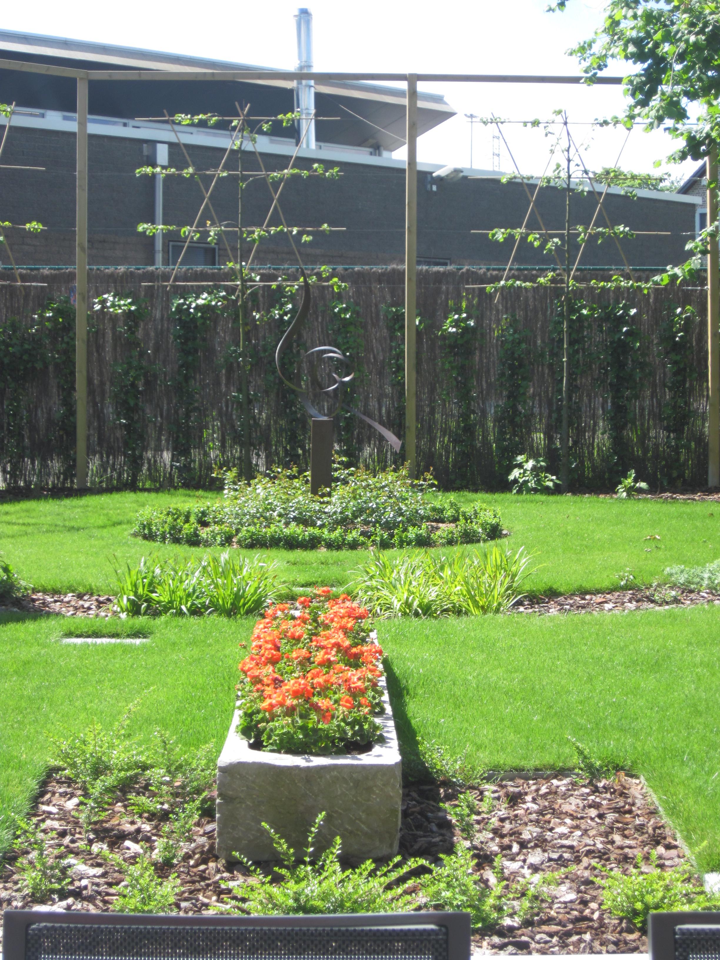 terrasse avec bassin habill en acier cor ten jean philippe feuillen. Black Bedroom Furniture Sets. Home Design Ideas